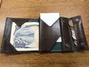 c1b38e262acc 薄い財布はデキる男への第一歩。abrAsus(アブラサス)の薄い財布で持ち物 ...